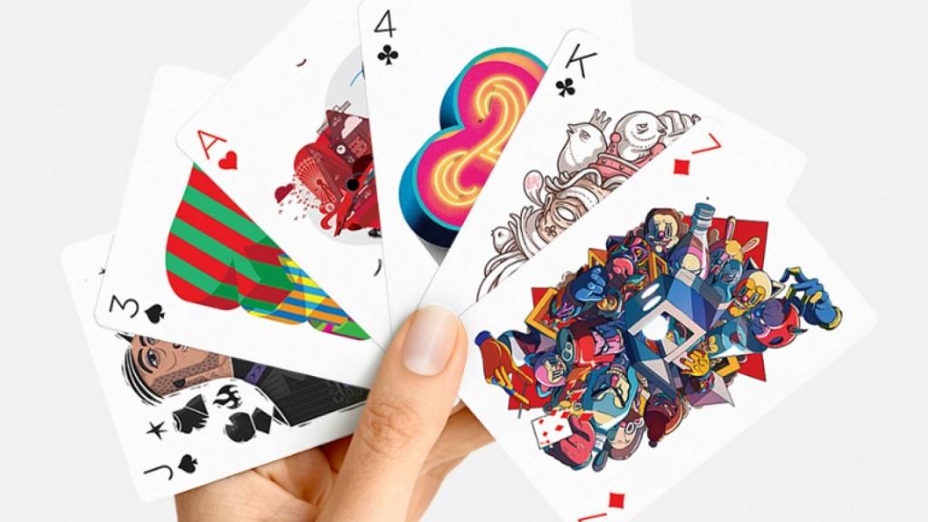 Esta-baraja-de-cartas-molona-tanto-que-dejarás-de-jugar-a-la-Play0-1748x984
